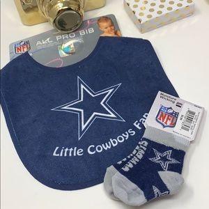 Dallas Cowboys Baby Bib ans Sock set NEW